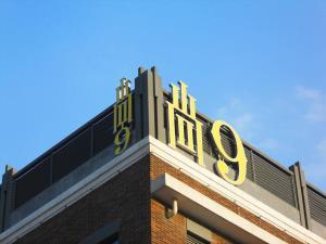 尚九楼顶标识发光字+艾丽标识膜